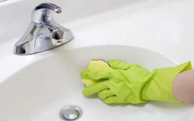 Правила чистки умывальника: максимальный эффект с минимальными усилиями